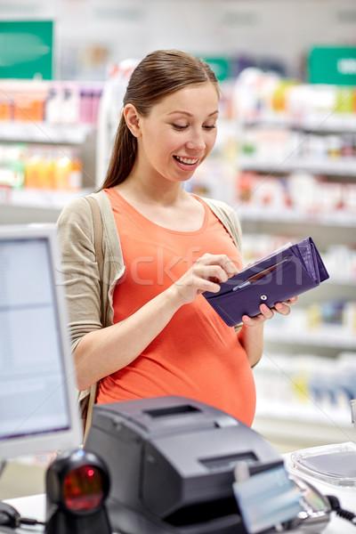 Zwangere vrouw portemonnee drogist geneeskunde gezondheidszorg mensen Stockfoto © dolgachov