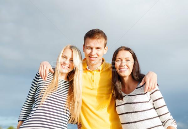 グループ 幸せ 友達 空 夏 休日 ストックフォト © dolgachov