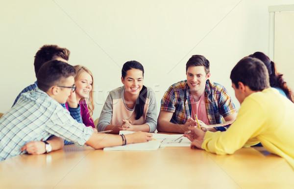 Grup gülen Öğrenciler planı eğitim okul Stok fotoğraf © dolgachov