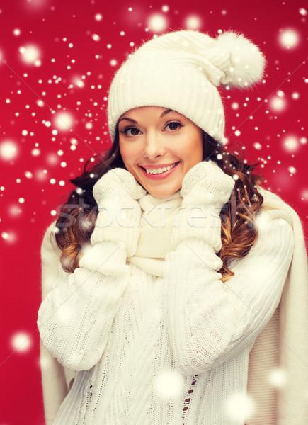 Kadın şapka eşarp eldiveni kış insanlar Stok fotoğraf © dolgachov