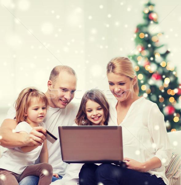 Foto stock: Família · feliz · laptop · cartão · de · crédito · casa · família · férias