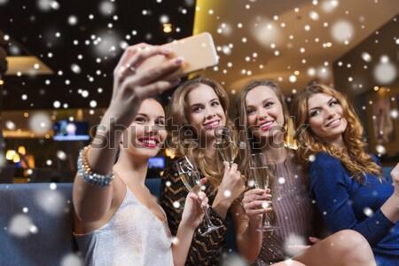 Feliz las mujeres jóvenes club nocturno fiesta vacaciones vida nocturna Foto stock © dolgachov