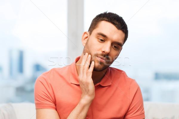 Ongelukkig man lijden kiespijn home mensen Stockfoto © dolgachov