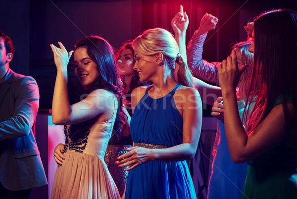 Grupy szczęśliwy znajomych taniec klub nocny strony Zdjęcia stock © dolgachov