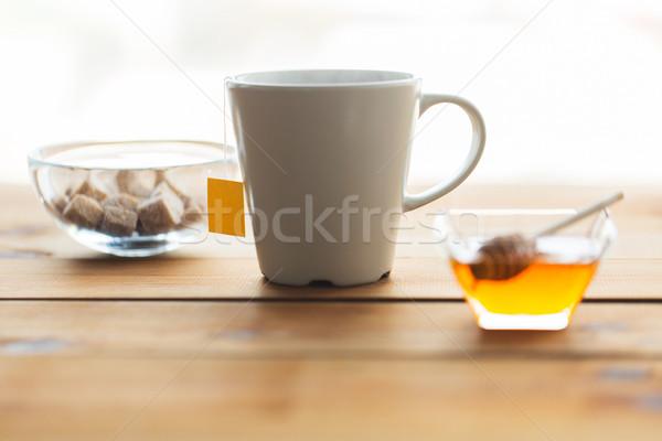 Közelkép teáscsésze méz cukor asztal tárgyak Stock fotó © dolgachov