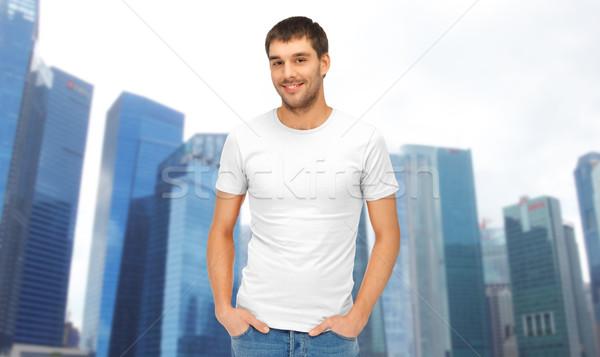 Homem branco tshirt Cingapura cidade viajar Foto stock © dolgachov