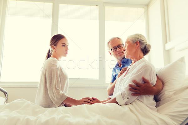 Familia enfermo altos mujer hospital medicina Foto stock © dolgachov