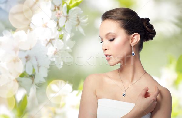 Mooie asian vrouw oorbel schoonheid sieraden Stockfoto © dolgachov