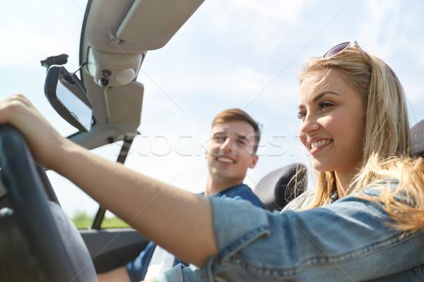 Feliz casal condução cabriolé carro ao ar livre Foto stock © dolgachov