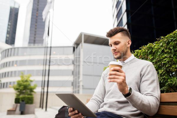 Homme café rue de la ville banc affaires Photo stock © dolgachov