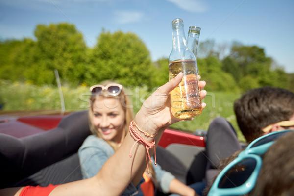 Feliz mulheres jovens bebidas carro verão férias Foto stock © dolgachov