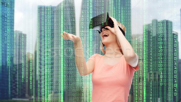 Kobieta faktyczny rzeczywistość zestawu okulary 3d nowoczesne Zdjęcia stock © dolgachov