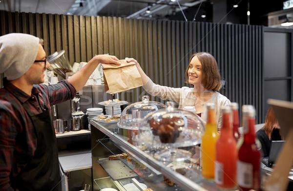 Nő elvesz papírzacskó eladó kávézó kisvállalkozás Stock fotó © dolgachov