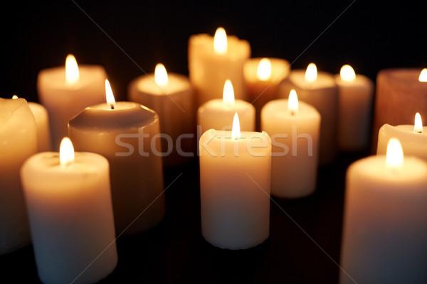 Gyertyák égő sötétség fekete gyász fény Stock fotó © dolgachov