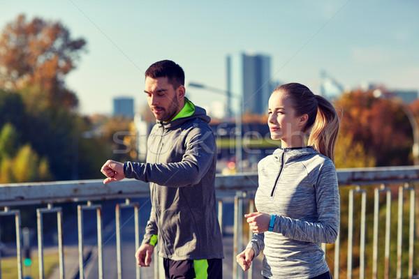 Pár fut város autópálya híd fitnessz Stock fotó © dolgachov