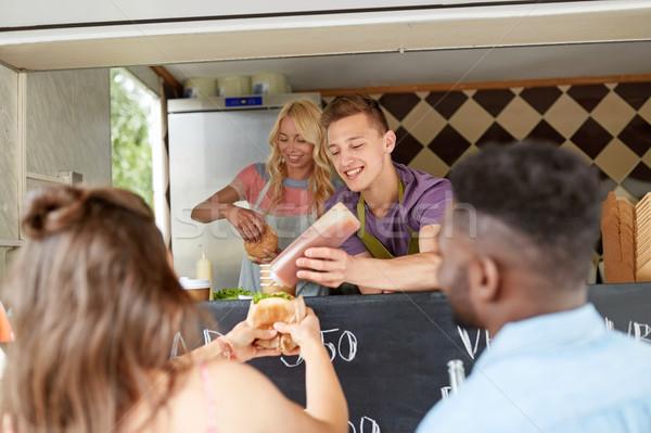 Hamburger müşteri gıda kamyon Stok fotoğraf © dolgachov