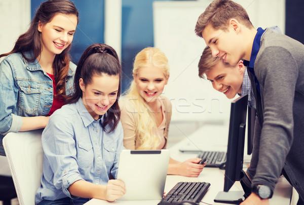 Studentów monitor komputerowy edukacji technologii Internetu Zdjęcia stock © dolgachov
