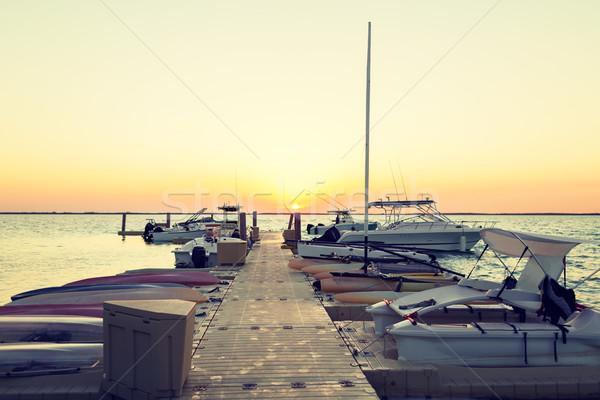 Zdjęcia stock: łodzi · molo · zachód · słońca · wakacje · podróży · morza