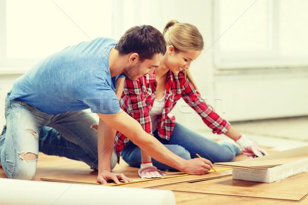 Lächelnd Paar Holz Bodenbelag Reparatur Stock foto © dolgachov