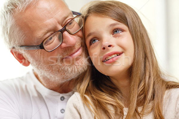 Сток-фото: деда · плачу · внучка · домой · семьи · поддержки