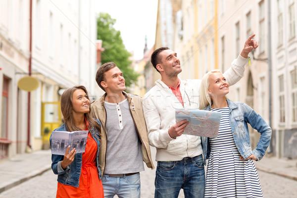 Gruppo sorridere amici città guidare mappa Foto d'archivio © dolgachov
