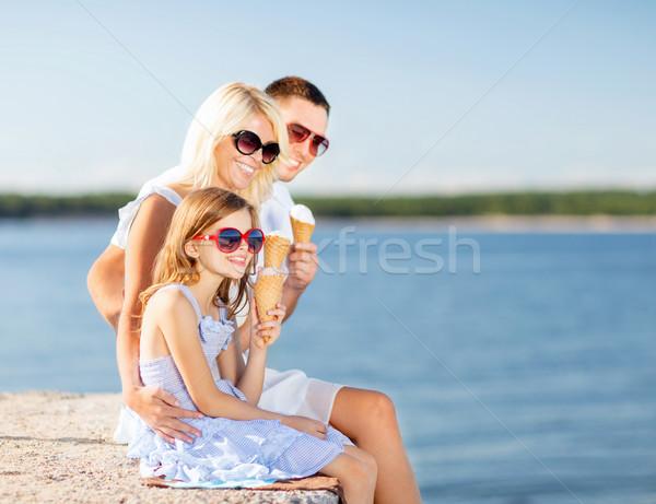 Mutlu aile yeme dondurma yaz tatil kutlama Stok fotoğraf © dolgachov