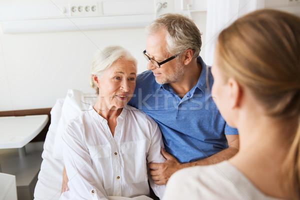 Foto d'archivio: Famiglia · felice · senior · donna · ospedale · medicina · sostegno