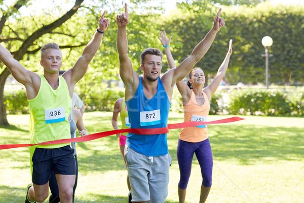 Mutlu genç erkek koşucu kazanan yarış Stok fotoğraf © dolgachov