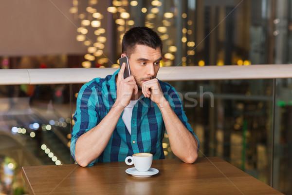 Zdjęcia stock: Człowiek · smartphone · kawy · restauracji · wypoczynku · technologii