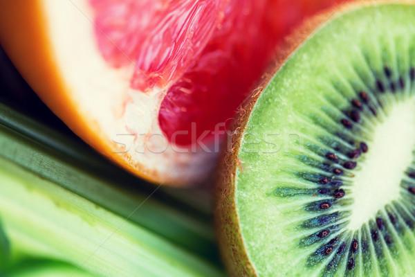 Közelkép érett kiwi grapefruit szeletek diéta Stock fotó © dolgachov