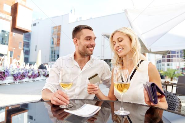 Boldog pár pénztárca fizet számla étterem Stock fotó © dolgachov
