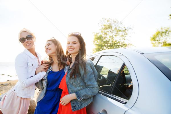 Feliz mulheres carro beira-mar férias de verão Foto stock © dolgachov