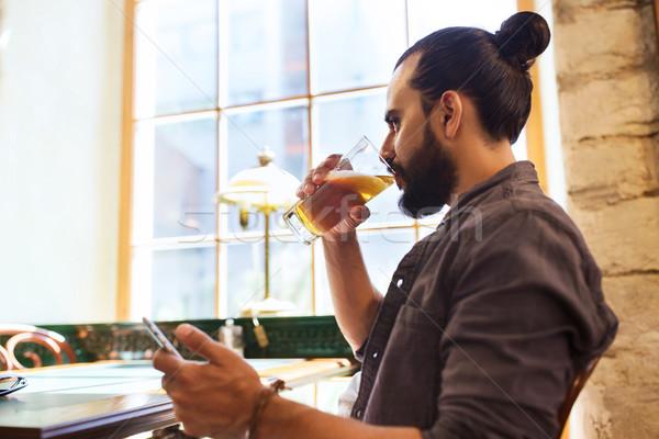 Homem potável cerveja bar pub Foto stock © dolgachov