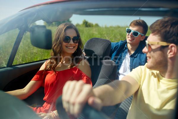 Gelukkig vrienden rijden kabriolet auto recreatie Stockfoto © dolgachov