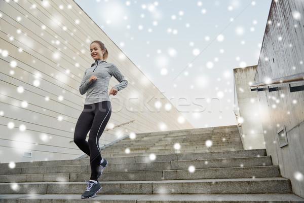 Foto stock: Feliz · mulher · corrida · cidade · fitness