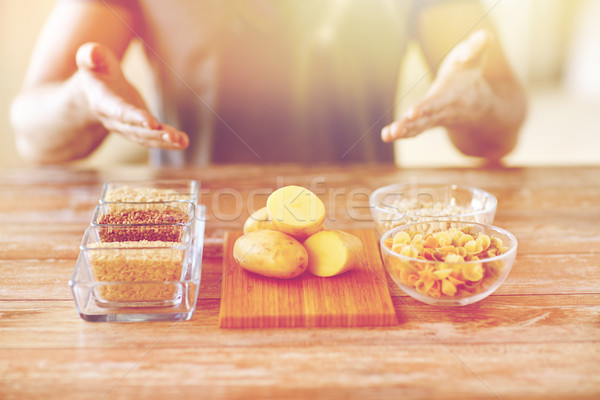 Homme mains glucides alimentaire Photo stock © dolgachov