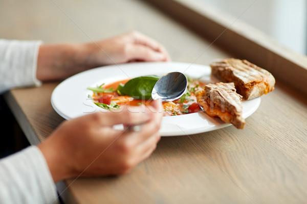 Mujer comer sopa restaurante de comida cena culinario Foto stock © dolgachov