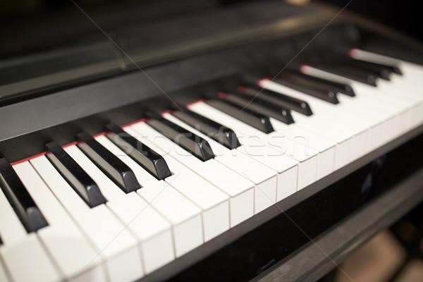 Közelkép hangversenyzongora billentyűzet zene művészet hangszerek Stock fotó © dolgachov