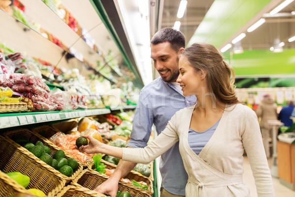 Mutlu çift satın alma avokado bakkal alışveriş Stok fotoğraf © dolgachov