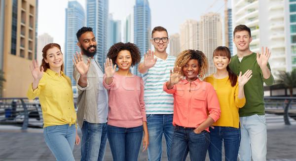 Internationale groep mensen hand stad reizen Stockfoto © dolgachov