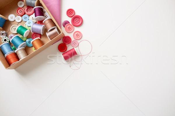 Kutu iplik dikiş düğmeler tablo dikiş Stok fotoğraf © dolgachov