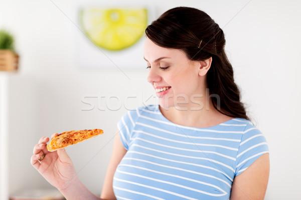 Zdjęcia stock: Szczęśliwy · kobieta · jedzenie · pizza · domu · kuchnia