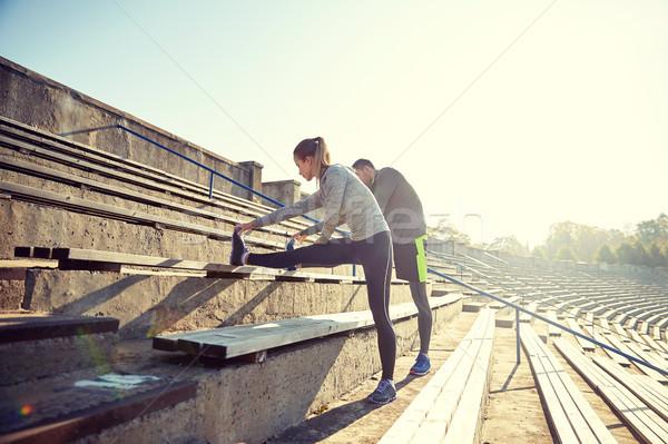 Paar been stadion fitness sport Stockfoto © dolgachov