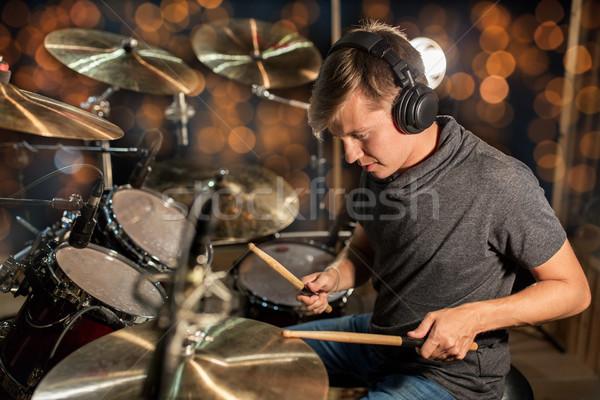 Muzikant spelen trommel uitrusting concert lichten Stockfoto © dolgachov
