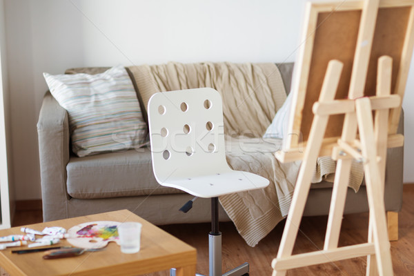Fából készült festőállvány szék otthon szoba művészet Stock fotó © dolgachov
