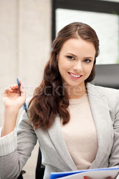 Boldog nő nagy jegyzettömb kép üzlet Stock fotó © dolgachov