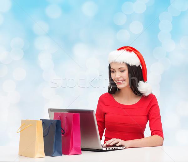 Stock fotó: Mosolygó · nő · mikulás · kalap · szatyrok · laptop · karácsony