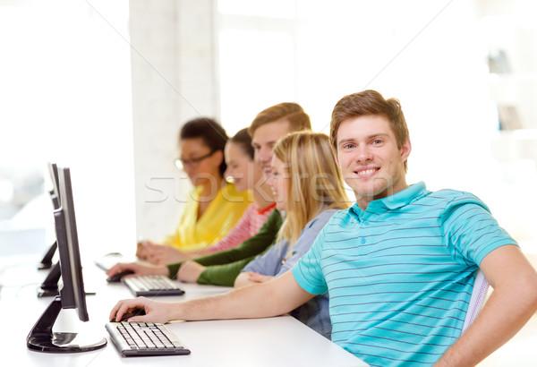 Mannelijke student klasgenoten computer klasse onderwijs Stockfoto © dolgachov