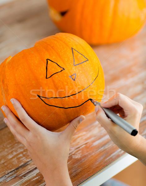 Közelkép nő tökök otthon ünnepek halloween Stock fotó © dolgachov