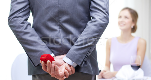 Közelkép férfi rejtőzködik piros doboz mögött Stock fotó © dolgachov